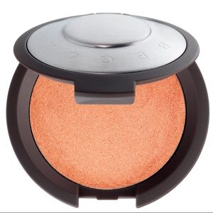 BECCA Makeup - BECCA's Shimmering Luminous Blush in Tigerlily